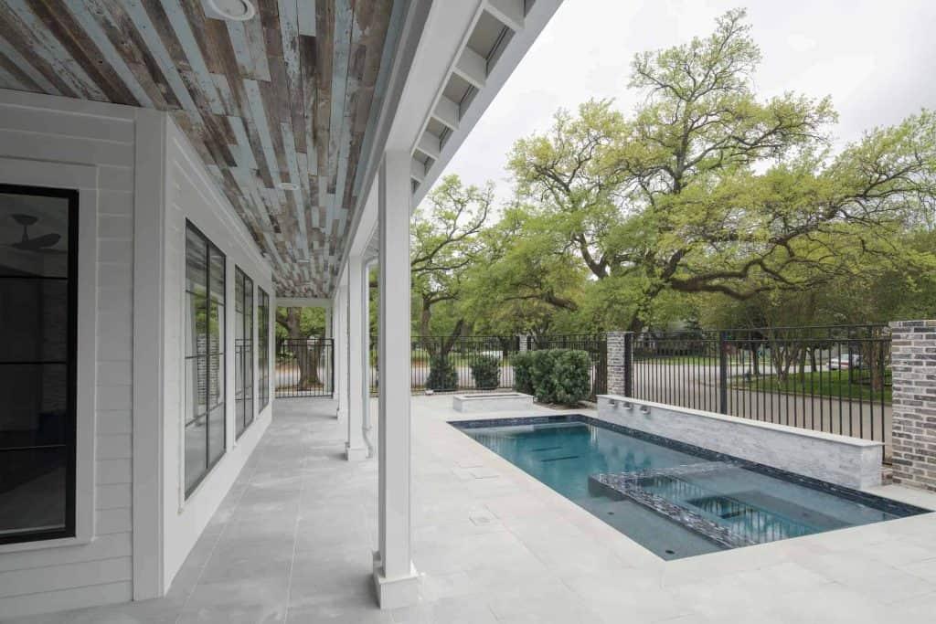 farmhouse-back-porch-pool