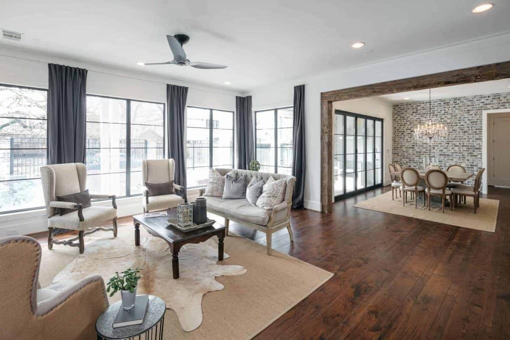 farmhouse-living-room-dining-room-open-floor-plan