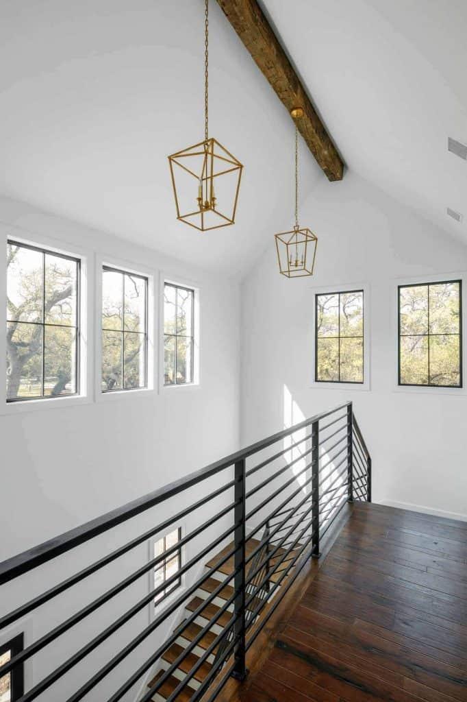farmhouse-stairwell-landing