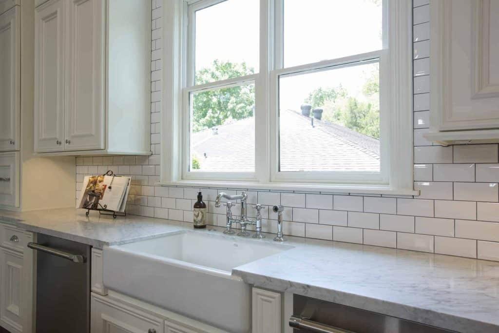 new-orleans-kitchen-farmhouse-sink